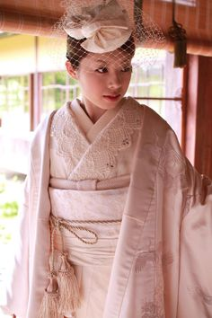 Super Romantic Pale Pink Uchikake with Crane Motif and Lace Inner Collar Japanese Wedding Kimono, Japanese Kimono, Traditional Kimono, Traditional Dresses, Costumes Japan, Japanese Costume, Japanese Outfits, Yukata, Costumes For Women