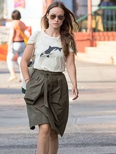 We just love Olivia Wilde's whale-themed tee, not to mention her traditional gold aviator sunnies!