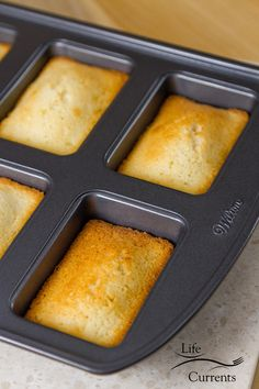 Financiers (French Almond Cakes) To get this bars of gold shape, you'll want to use a Financier pan French Desserts, Fun Desserts, French Almond Cake Recipe, Friands Recipe, Financier Cake, Mini Loaf Cakes, Rustic Cake Stands, Best Cake Recipes, Little Cakes