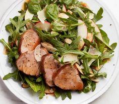 Pork medallions with arugula and apple salad