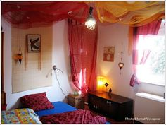 ポップでスタイリッシュデザインな寝室|寝室のインテリアコーディネート