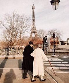 Louvre Paris, Paris 3, Grand Paris, Autumn Paris, Paris Ville, Couple Aesthetic, Travel Aesthetic, Places To Go, Beautiful Places