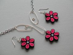 PINK DAISIES AND WIRE by Twirled Treasures, via Flickr