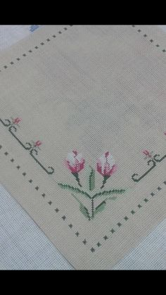 Tulips Table Runner, classic simple design, I like it.