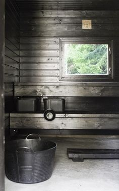 Some type of gray or black stained pine. Gives the sauna a Driftwood look Lakeside Cottage, Beach Cottage Style, Portable Sauna, Sauna Design, Outdoor Sauna, Finnish Sauna, Spa Rooms, Tiny Cabins, Antigua