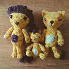 Juni älskar lejon just nu så jag var såklart tvungen att rota fram det här gänget :) #amigurumi #lion #crochet #crochetersofinstagram #lejon #toys #organic #organictoys #virka #virkad #virkning #cillacrafts #cillavirkar by tantcilla