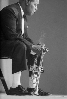 This is Louis Armstong, a jazz player. He played the Trumpet and Cornet. Louis Armstrong is also known for his singing. His nickname was Stchmo and Pops. He was an influential jazz player and singer. Louis Armstrong, Jazz Artists, Jazz Musicians, Music Artists, Rap Singers, Pop Rock, Jazz Blues, Blues Music, True Stories