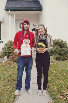Hallowen Costume Couples DIY Couples Halloween Costume Ideas - Adorable Elliot and Gertie Characters from the movie E. via Redbook Mag Diy 80s Costume, Et Halloween Costume, Diy Costumes, Halloween Fun, Costume Ideas, Halloween Recipe, Group Costumes, Halloween Makeup, Halloween Nails