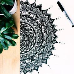 40 Beautiful Mandala Drawing Ideas & How To – Brighter Craft – Mandala Design – mandala Mandala Doodle, Mandala Art Lesson, Mandala Artwork, Mandalas Painting, Mandalas Drawing, Zen Doodle, Easy Mandala Drawing, Mandala Sketch, Doodling Art