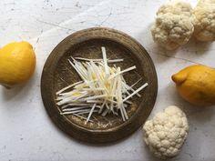 <p>Kukkakaalisato on kypsynyt kylmän kesän vuoksi kertarysäyksellä ja kaalit uhkaavat jäädä ylitarjonnan vuoksi peltoon mätänemään. Liity mukaan kukkakaalitalkoisiin ja sisällytä terveellistä ja huokeaa vihannesta ruokavalioosi.</p>