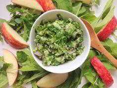 Persilledip. En super lækker sommer dip som er nem at lave med persille, rucolasalat og hvidløg. Brug den til en salat, kylling eller grøntsagsstave.