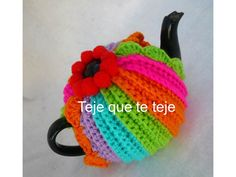 tea cozy rainbow colors diseño y realizacion Maru Guerra 2012
