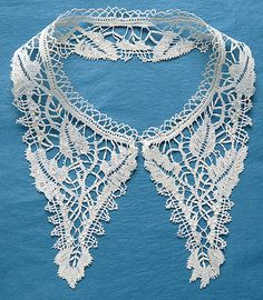 Beds bobbin lace collar for a child