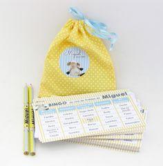 Kit de bingo para divertir seus convidados no Chá do Bebê. www.anaconvites.com.br  <br>No kit, para cada pessoa, 1 lápis personalizado e 1 cartela. <br>Um saquinho com os nomes para sorteio e uma cartela para marcar as peças. <br> <br>Consulte.