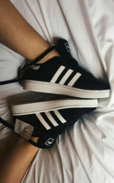 adidas campus sneaks – Derin – Join the world of pin Women's Shoes, Cute Shoes, Me Too Shoes, Shoes Style, Sneakers Fashion Outfits, Fashion Shoes, Adidas Shoes Women, Adidas Sneakers, Adidas Campus Shoes