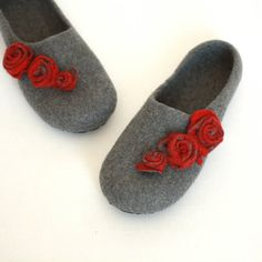 Women house shoes - felted wool slippers - Valentines day gift  - grey with red roses