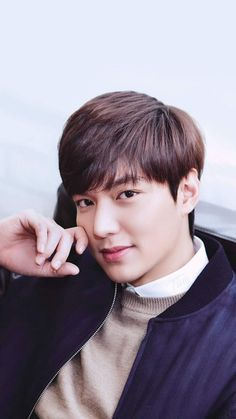 He is soooo handsome Kang Min Hyuk, Jung So Min, Asian Actors, Korean Actors, Lee Min Ho Wallpaper Iphone, Cellphone Wallpaper, Lee Min Ho Pics, Le Min Hoo, Korean Men Hairstyle