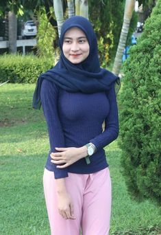 Dina Agustin Hijaber Cute From Aceh - Hijaber Indo Beautiful Hijab Girl, Beautiful Muslim Women, Beautiful Asian Girls, Arab Girls Hijab, Girl Hijab, Muslim Girls, Hijab Casual, Hijab Chic, Muslim Fashion