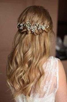 Braids half up half down wedding hairstyle,partial updo bridal hairstyles - a great options for the modern bride from flowy bohemian to clean contemporary (Prom Hair) Wedding Hairstyles Half Up Half Down, Best Wedding Hairstyles, Wedding Hair Down, Wedding Hair And Makeup, Bride Hairstyles, Hairstyle Wedding, Natural Hairstyles, Hairstyle Ideas, Bridesmaids Hairstyles