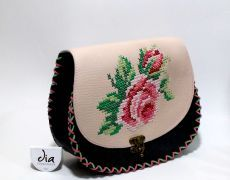 Tolba piele naturala cu motiv floral Leather Bags Handmade, Handmade Bags, Handmade Crafts, Thread Work, Flower Embroidery, Saddle Bags, Manual, Coin Purse, Floral