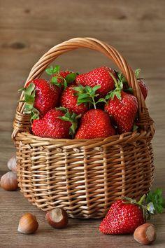 Exotic Fruit, Red Fruit, Fruit And Veg, Fruits And Vegetables, Raspberry Fruit, Blackberry, Photo Fruit, Fruit Photography, Beautiful Fruits
