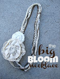 the big bloom necklace- I love her blog, she always makes the cutest things!
