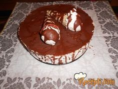 Recept za Kornet tortu. Za spremanje torte neophodno je pripremiti oblande, slatku pavlaku, lešnik, čokoladu.