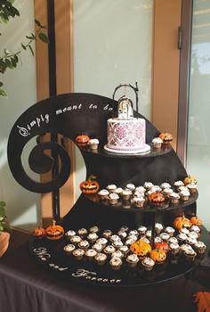 #fallwedding #thenightmarebeforechristmas @rachelzee the nightmare before Christmas themed wedding! Handmade cupcake stand!