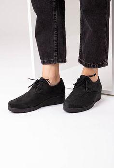 Pantofii casual din piele naturala Alberta sunt perfecti pentru sezonul racoros. Vezi mai multe modele pe Dasha.ro Anubis, Mai, All Black Sneakers, Casual, Shoes, Fashion, Moda, Shoe, Shoes Outlet