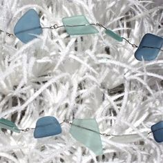 sea glass garland - love it! Now to figure out how to wrap the sea glass so that it stays in the wire. Beach Christmas, Coastal Christmas, Blue Christmas, Christmas Themes, Christmas Holidays, Christmas Crafts, Christmas Decorations, Merry Christmas, Shell Decorations