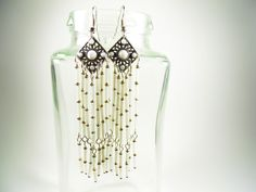 Elegant, lang, Weiß & Silber.