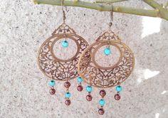 Boucles d'oreilles bronze avec perles magiques bleues et perles nacrées chocolat