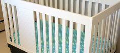 Você pode fazer lençol de elástico para berço do seu bebê. E mesmo que você não tenha experiência em