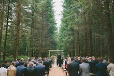 Bröllop i skogen - Bröllop i lada - Romantiskt och lantligt bröllop i Sverige, Fotograferat av Bröllopsfotograf Beatrice Bolmgren