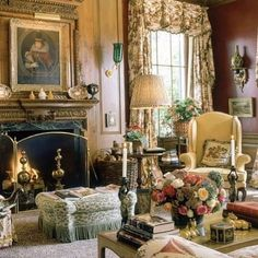 Home Decor Compact living room designing idea Mario Buatta: Fifty Years of American Interior Decoration. French Decor, French Country Decorating, Classic Decor, English Country Decor, Country French, American Interior, Georgian Homes, Georgian Interiors, Retro Home Decor