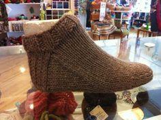 "#Knitting_Pattern -- ""Nepal Slipper Socks - Chunky Knit Short Socks make great house slippers. Excellent Canadian site!"" 4U from #KnittingGuru ** http://www.KnittingGuru.etsy.com"