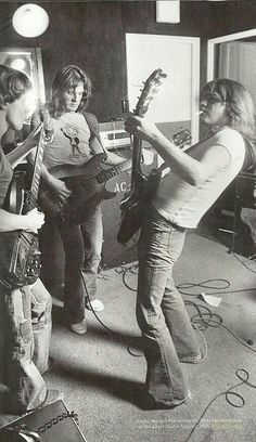 Angus Young/Mark Evans/Malcolm Young