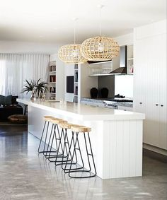 These minimalist kitchen ideas are equivalent parts tranquil and elegant. Locate the very best suggestions for your minimalist style kitchen that matches your taste. Surf for impressive images of minimalist design kitchen for motivation. Diy Kitchen Decor, Kitchen Styling, Home Decor, Kitchen Ideas, Kitchen Lamps, Kitchen Trends, Kitchen Lighting, Kitchen Cabinets, Modern Kitchen Interiors