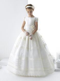 Vestido de Primera Comunión la colección 2014 de la diseñadora Rosa Clará