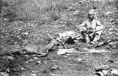 앙상한 나무와 마른 풀들이 있는 겨울들판이다. 사냥으로 잡은 사슴과 사냥 도구들, 허리띠와 장총(長銃) 2개, 총알, 올가미밧줄 등이 있다. 그때만 해도 민간에게 귀했던 것이라 자랑하려 함인지 모두 늘어놓았다.