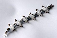 Bracelet gris et transparent : Bracelet par lesbijouxdunibou