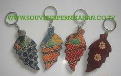 souvenir pernikahan gantungan kunci motif batik khas jogjakarta #souvenir #gantungankunci