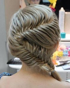 wow cool hairstyle wish I had long hair to do this