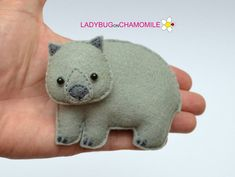 Animals of Australia. They are so interesting in the nature! Hanging Ornaments, Felt Ornaments, Felt Magnet, Saltwater Crocodile, Felt Crafts, Kid Crafts, Sewing Crafts, Australia Animals, Quokka