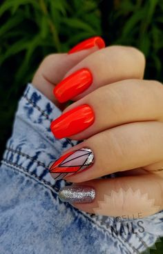 Bright red gel nails with geometric print - Best Nail Art Red Gel Nails, Love Nails, Pretty Nails, Acrylic Nails, Bright Gel Nails, Red Black Nails, Gel Nail Colors, Diy Ongles, Beauty Nail