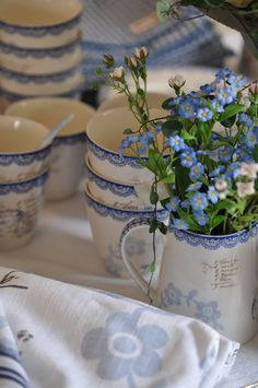 forget me not who doesn't love forget me not's? these are one of the prettiest set of dishes I have seen..by far...