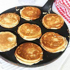 Tjocka, luftiga och suveränt goda plättar som är goda till frukost, lunch eller mellis! Waffles, Pancakes, Lollipop Candy, Candy Cookies, Swedish Recipes, Fika, Griddle Pan, Chutney, Food Styling