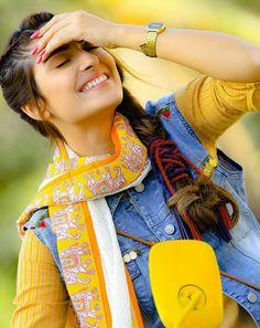 Awesome Pictures of Actress Ayeza Khan for Eid Telefilm Vespa Girl Stylish Photo Pose, Stylish Girls Photos, Stylish Girl Pic, Girl Photos, Punjabi Girls, Pakistani Girl, Pakistani Actress, Pakistani Dresses, Teenage Girl Photography