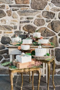 wedding cakes - photo by Jessica Cooper Photography http://ruffledblog.com/eclectic-appleford-estate-wedding-inspiration
