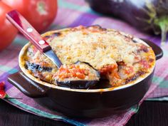 Slimming moussaka with aubergines for Montignac diet: www.fourchette-et … To prevent or treat diabetes and cancer and lose weight, avoid foods with a high glycemic index. Here is a complete list of GIs Diet De Montignac Healthy Eggplant, Baked Eggplant, Eggplant Parmesan, Eggplant Recipes, Eggplant Lasagna, Eggplant Moussaka, Glass Baking Dish, Fall Recipes, Macaroni And Cheese